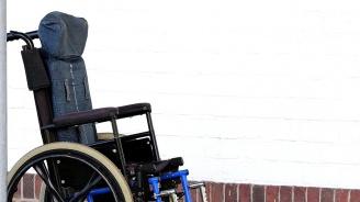 Отказаха инвалидна количка на дете с церебрална парализа