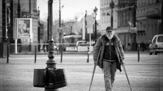 Хората с увреждания, чакащи решения на ТЕЛК при преосвидетелстване, остават по месец и повече без пенсия