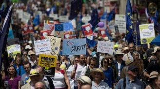 100 000 протестираха в Лондон навръх годишнината от референдума за Брекзит (видео+снимки)