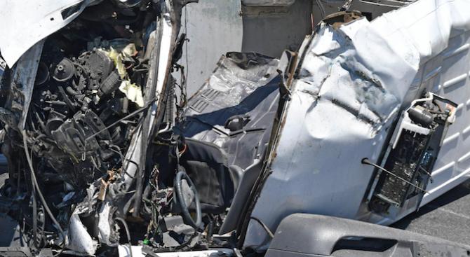 57-годишен мъж е загинал при тежка катастрофа на товарен автомобил