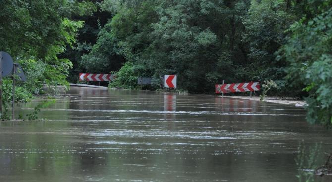 Жители на Роман са евакуирани от наводените квартали в града,