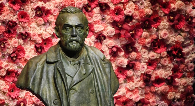 Нобеловите лауреати за физика Андрей Гейм и Константин Новоселов получиха