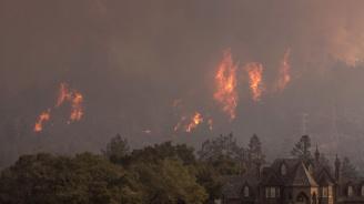 Пожари в Калифорния унищожиха сгради и наложиха евакуации (видео)