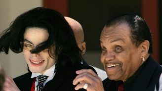 Бащата на Майкъл Джексън: Отивам при покойния си син
