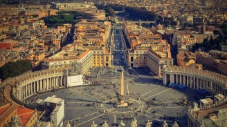 Във Ватикана се проведе първата среща между папата и Еманюел Макрон