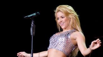 Шакира използвала нацистки символ в реклама за турнето си (видео)
