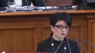 Десислава Атанасова разкри колко пъти Нинова е била в парламента