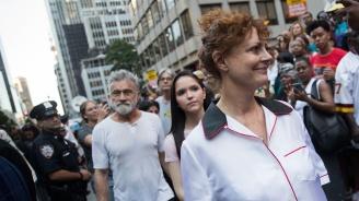 Арестуваха Сюзън Сарандън на протеста срещу антиимиграционната политика на Доналд Тръмп (видео)