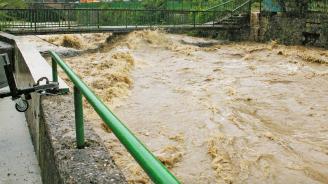 Жители на Роман: Реката ни заля заради изпуснат язовир