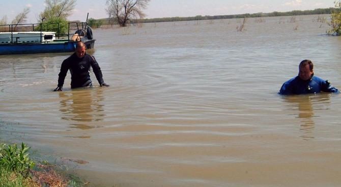 Водолази продължават издирването на 38-годишния мъж, изчезнал в Искър