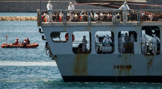 """Франция приема 132 бежанци от корабите """"Акуариус"""" и """"Лайфлайн"""""""