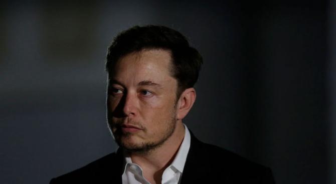 Предприемачът Илон Мъск каза, че изпраща в Тайланд инженери от