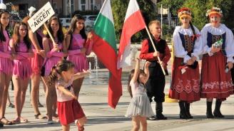 """315 деца откриха Международния фестивал """"Утрешният мир започва с днешното приятелство"""" (снимки)"""