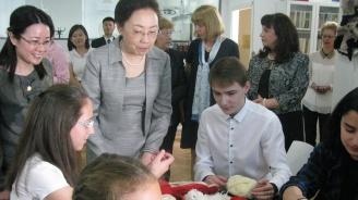 """Първата дама на Китай посети 18 СУ """"Уилям Гладстон"""" (снимки)"""