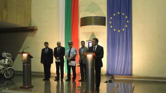 Министрите Радев и Нанков с апел към водачите