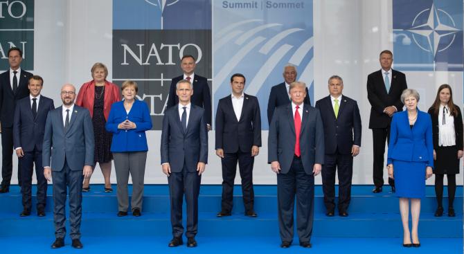 Македония официално получи покана за преговори за членство в НАТО