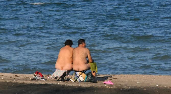 Нудисти превзеха северния плаж в Бургас (снимки 18+)