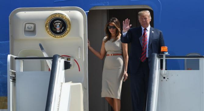 Тръмп пристигна на 4-дневна визита във Великобритания (снимки)