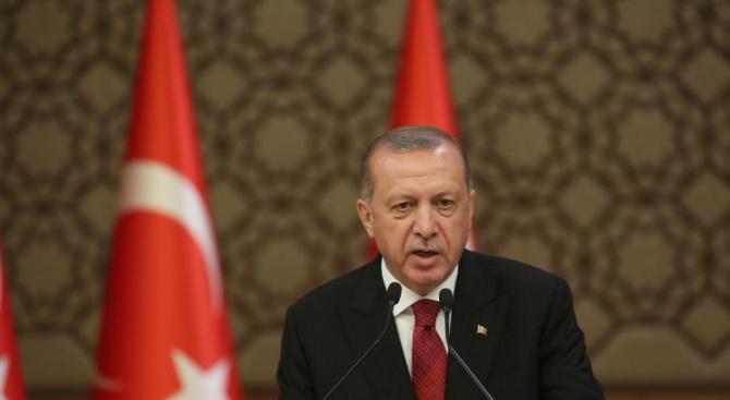 Ердоган оповести новия си кабинет, запази само четирима от досегашните министри