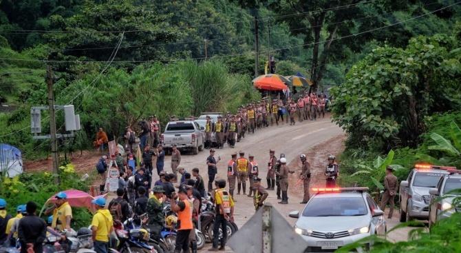 Спасиха всички деца и треньора им от пещерата в Тайланд
