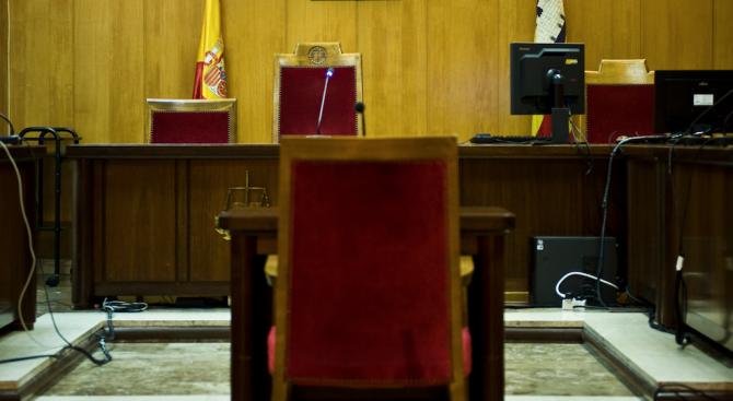 Испанският Върховен съд днес лиши шестима изявени каталунски политици, избрани