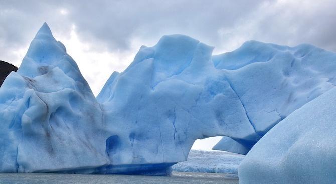 Гигантски айсберг се е откъснал от ледник в Гренландия