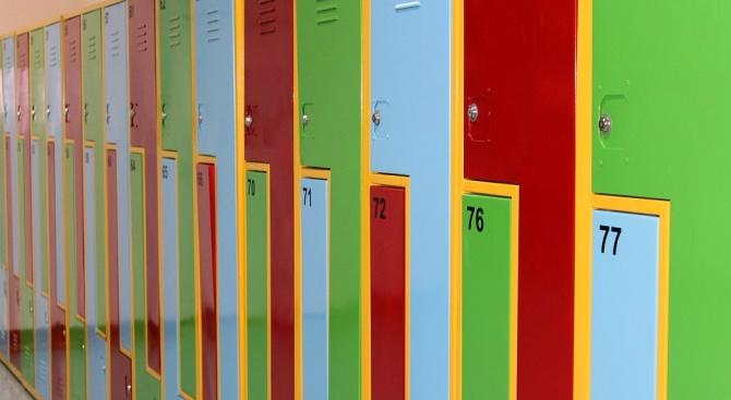 Близо 600 училища ще купят шкафчета за учениците от I до VII клас