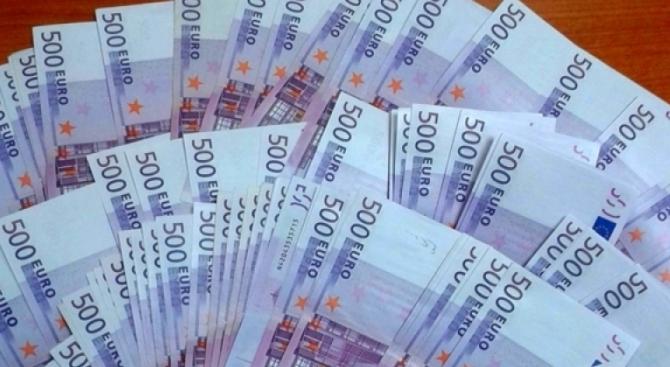 Жена скри пари под блузата си, митничарите ги намериха