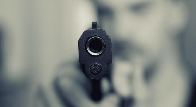 Иззеха пистолет от 58-годишен мъж
