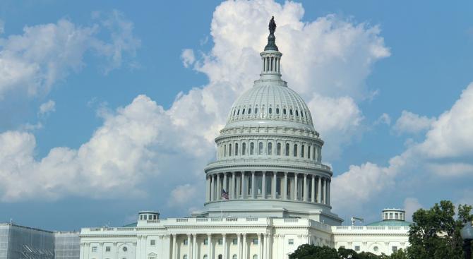 Сенатът на САЩ ще ограничи властта на Тръмп върху митническата политика