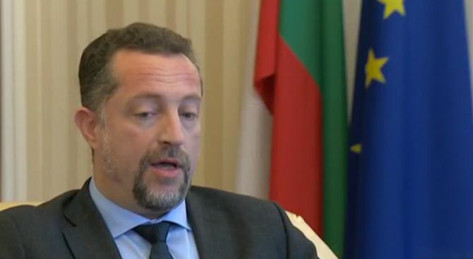 В Брюксел българският президент беше гласът на разума. Докато американският
