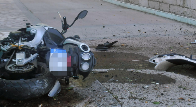 Моторист е загинал в катастрофа след като се е блъснал