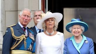 Елизабет II почете 100-годишнината на Кралските ВВС (снимки)
