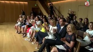 Ето как Десислава Радева се забавлява с други първи дами в Брюксел (видео)