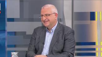 Евродепутат: Да се обявява за враг и предател всеки, който иска проверка на действия на кабинета, е похват от друго време