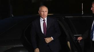 Путин разговаря с Макрон в Кремъл