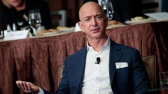 Основателят на Amazon Джеф Безос е най-богатият човек в модерната история