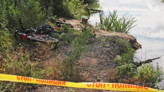 Издирват жена и 3 деца, потънали с лодка в Марица