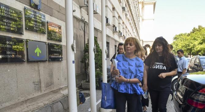 Омбудсманът Мая Манолова обясни пред журналисти преди заседанието на работната