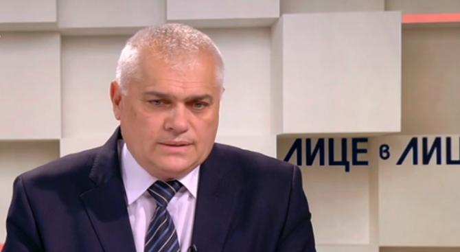 Валентин Радев: Както дойдоха мигрантите през границата, така и чумата влиза