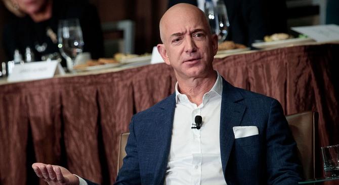 Основателят на американската компания Амазон Джеф Безос е най-богатият човек