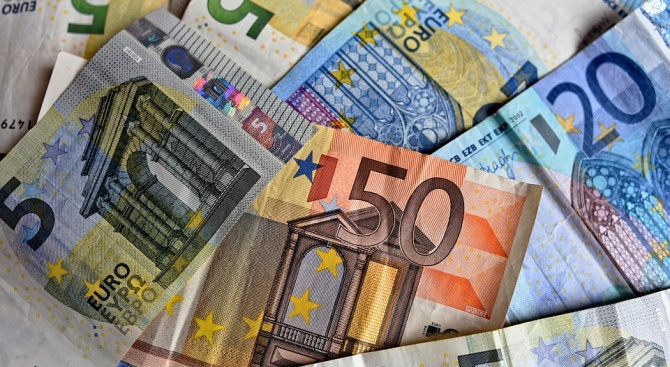 От юли 2015г. насам Европейският фонд за стратегически инвестиции (ЕФСИ)