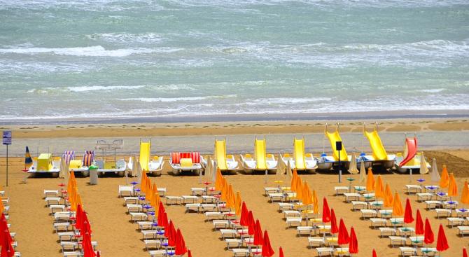 Без ядене и пиене на гръцките плажове за македонците?