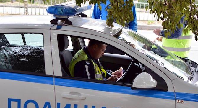 Мъртвопиян шофьор заби колата си в камион в село Християново