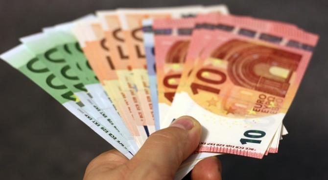 69-годишен намери 200 евро и банкова карта, върна ги в полицията