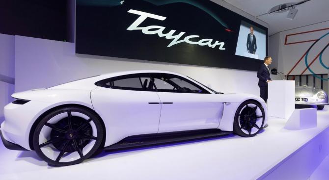 Поръчките за първия напълно електрически автомобил на Porsche – Taycan