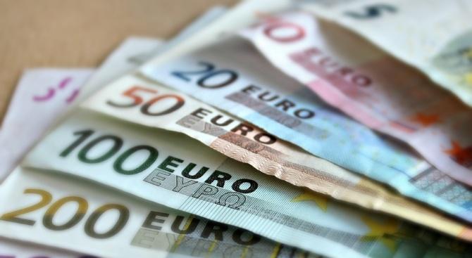 Излишъкът по текущата сметка на еврозоната се сви през май