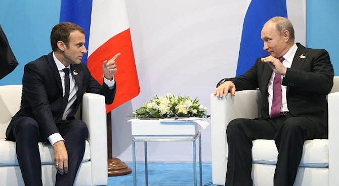 Путин и Макрон обсъдиха изпълнението на общата хуманитарна инициатива в Сирия
