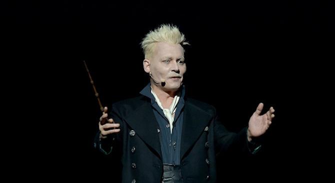 Джони Деп поздрави феновете си с магическа пръчка
