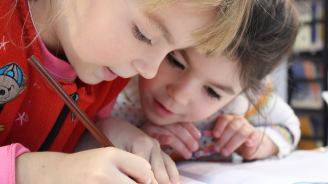 Обсъжда се наказателна отговорност спрямо родители, които лишават децата си от образование